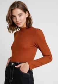 Vero Moda - VMWILMA  HIGH NECK - Top sdlouhým rukávem - caramel café - 3