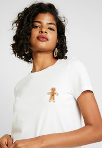 Vero Moda - VMXMAS FRANCIS - Print T-shirt - snow white - 4
