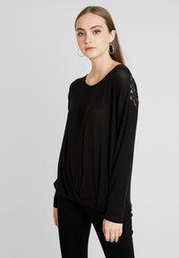 Vero Moda - VMMYHONIE PLEAT - Maglietta a manica lunga - black - 0