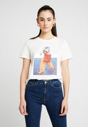 VMFLANSA - T-shirt z nadrukiem - snow white