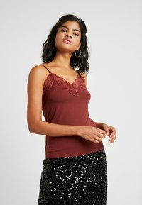 Vero Moda - VMBIRSA SINGLET - Top - madder brown - 0