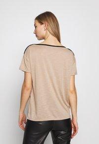Vero Moda - VMTESS - T-shirt z nadrukiem - beige - 2