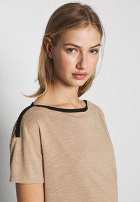 Vero Moda - VMTESS - T-shirt z nadrukiem - beige - 4