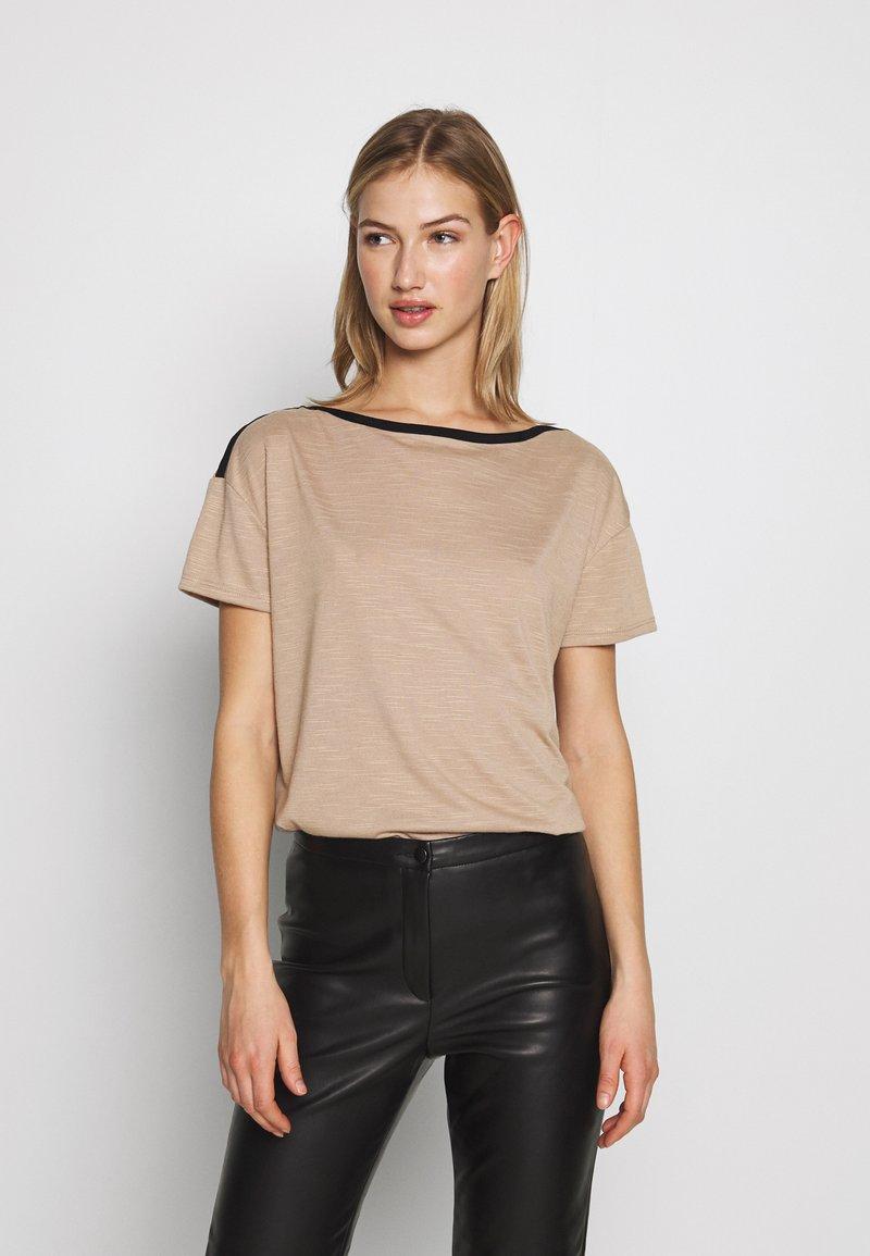 Vero Moda - VMTESS - T-shirt z nadrukiem - beige