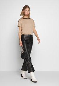 Vero Moda - VMTESS - T-shirt z nadrukiem - beige - 1