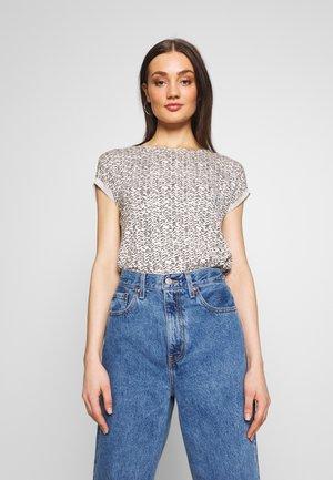 VMAVA - T-shirts med print - birch/gokaldas