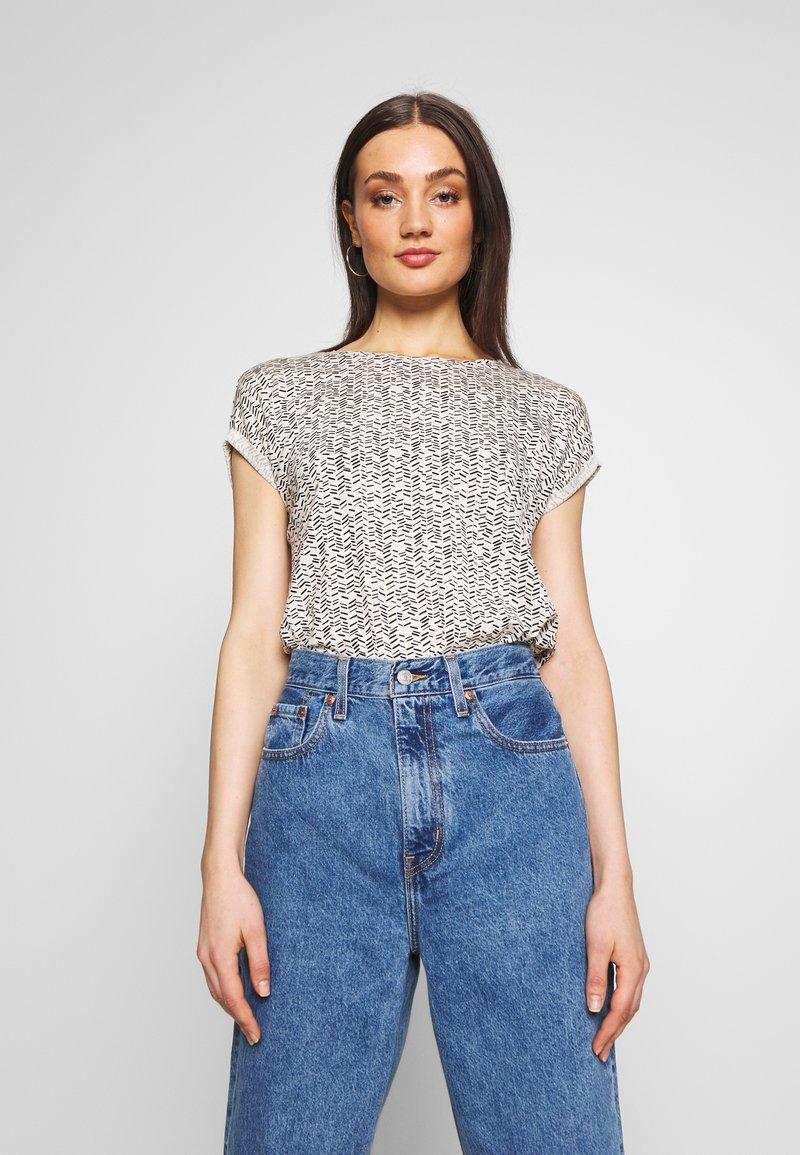 Vero Moda - VMAVA - T-shirts med print - birch/gokaldas