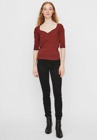 Vero Moda - T-shirt basique - madder brown - 1