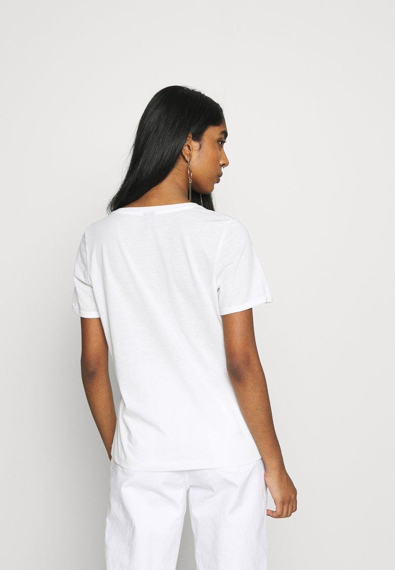 Vero Moda - VMSAFARI PRINTED - T-shirts med print - snow white