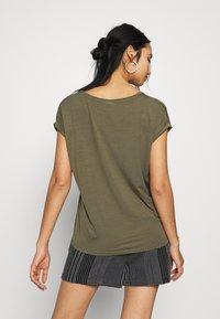 Vero Moda - VMAVA VNECK TEE  - T-shirts - ivy green - 2