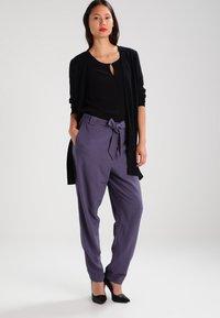 Vero Moda - VMBUCI 3/4 FOLD UP - Bluse - black - 1