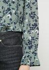 Vero Moda - VMVIOLA - Bluse - laurel wreath