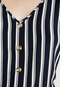 Vero Moda - VMSASHA BUTTON  - Bluse - navy blazer/snow white coco - 4