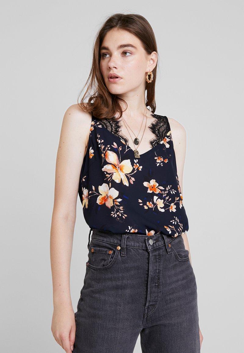Vero Moda - VMREEDA SINGLET - Bluse - navy blazer