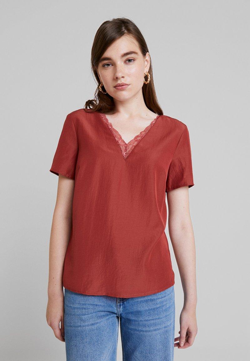 Vero Moda - VMSELINA V NECK BLOUSE - Bluse - cowhide