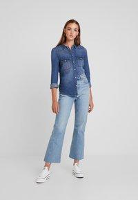 Vero Moda - Košile - medium blue denim - 1