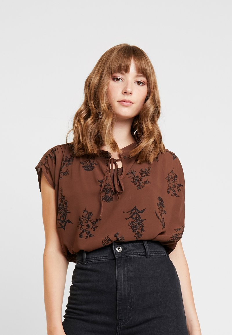 Vero Moda - VMIRIS - Bluse - dark brown