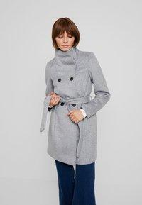 Vero Moda - Cappotto corto - light grey melange - 0