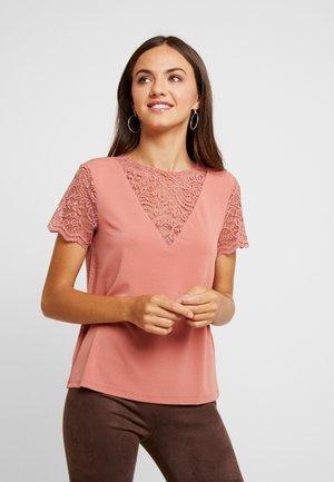 VMALBERTA - T-shirts print - brick dust