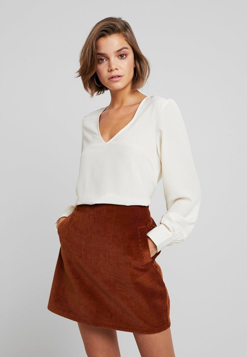Vero Moda - VMINSTANT V NECK BLOUSE - Bluse - birch