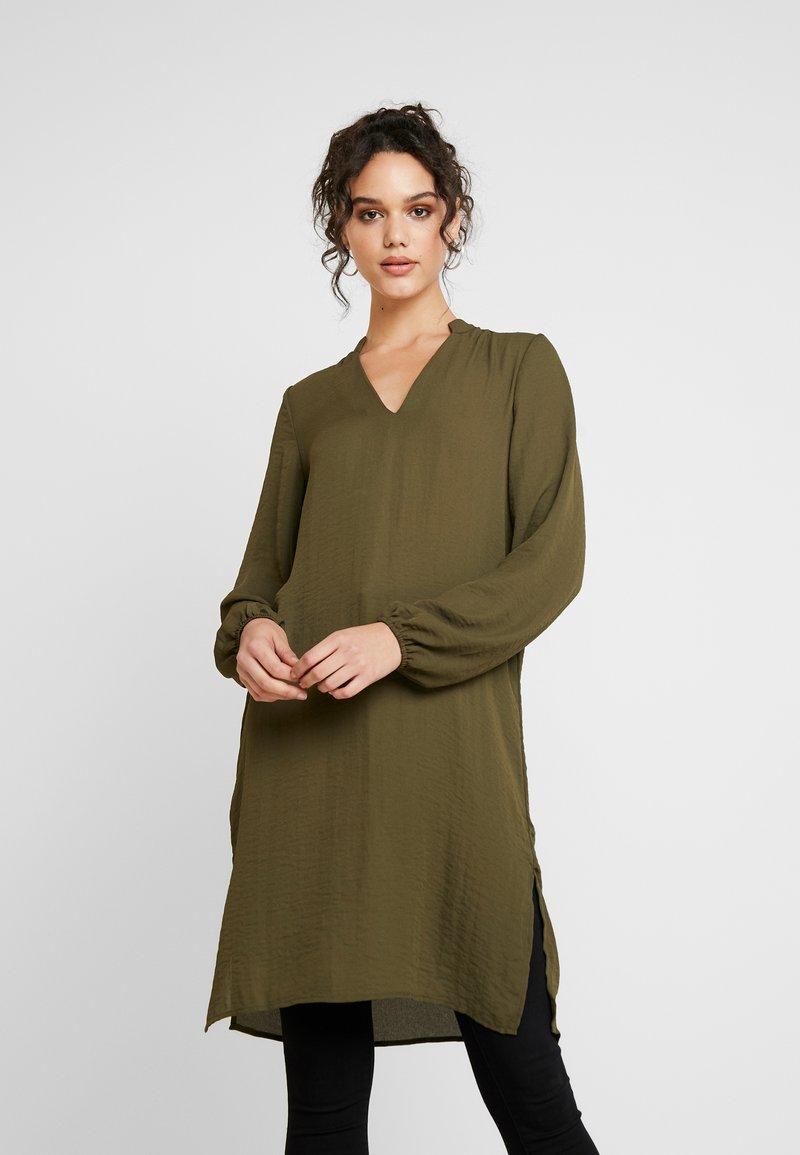 Vero Moda - VMZIGGA V NECK TUNIC - Tunika - ivy green