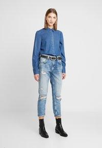 Vero Moda - VMELSA REGULAR PUFF - Camicia - medium blue denim - 1