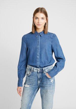 VMELSA REGULAR PUFF - Button-down blouse - medium blue denim