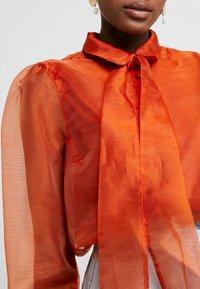 Vero Moda - VMAVA ORGANZA - Button-down blouse - Košile - cinnamon stick - 5