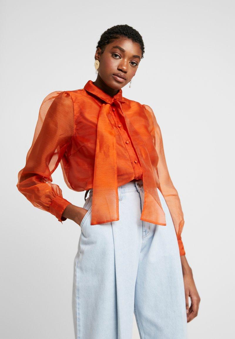 Vero Moda - VMAVA ORGANZA - Button-down blouse - Košile - cinnamon stick