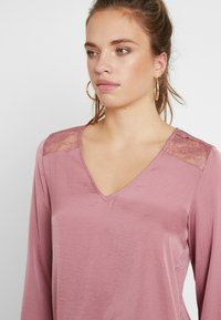 Vero Moda - VMSANDRA LACE V-NECK TOP  - Bluser - mesa rose - 3