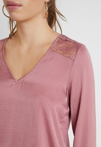 Vero Moda - VMSANDRA LACE V-NECK TOP  - Bluser - mesa rose - 5