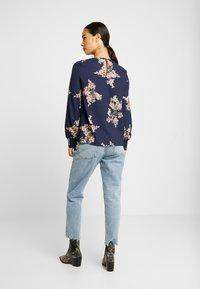 Vero Moda - VMALLIE SMOCK - Blusa - navy blazer/allie - 2
