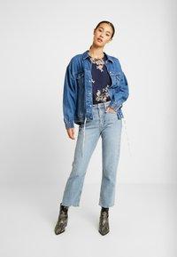 Vero Moda - VMALLIE SMOCK - Blusa - navy blazer/allie - 1
