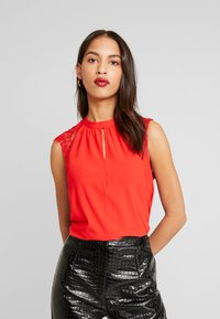 Vero Moda - VMMILLA TEE - Printtipaita - high risk red - 0