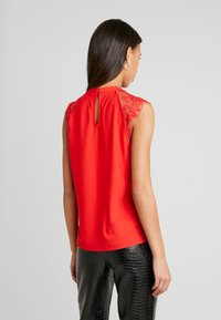 Vero Moda - VMMILLA TEE - Printtipaita - high risk red - 2