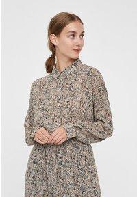 Vero Moda - Skjortebluser - birch - 0
