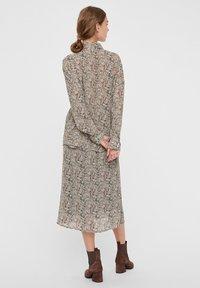 Vero Moda - Skjortebluser - birch - 2