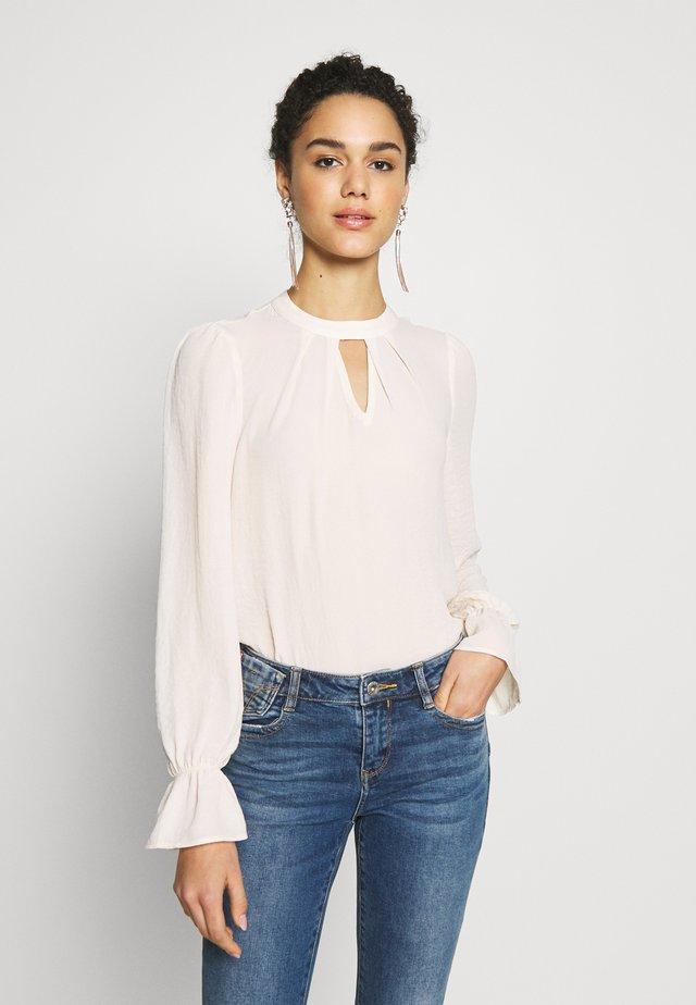 VMZIGGA HIGH-NECK - Button-down blouse - birch