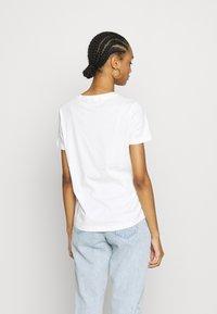 Vero Moda - VMJOANNA FRANCISSTOP BOX - T-shirt imprimé - snow white - 2