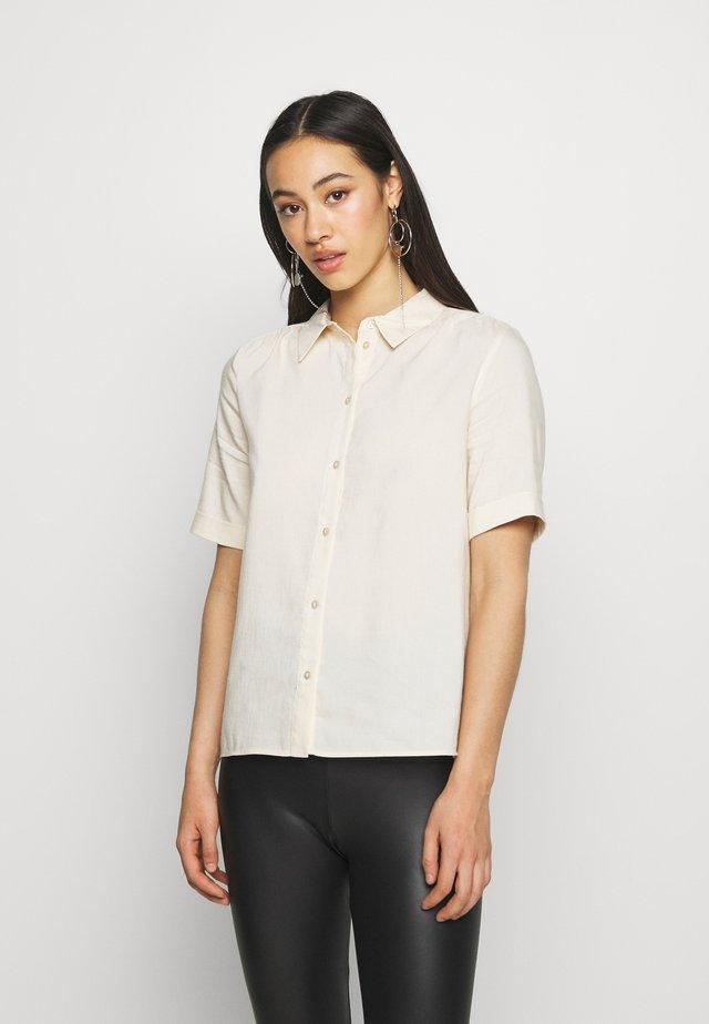 VMSANTORINI SS SHIRT VMA - Button-down blouse - birch