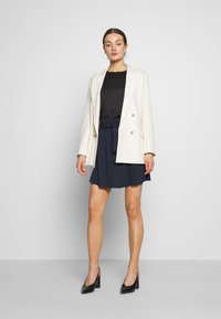 Vero Moda - VMJULIANNA VOLUME - Bluser - black/solid - 1