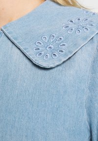 Vero Moda - VMDIANA - Chemisier - light blue denim - 7