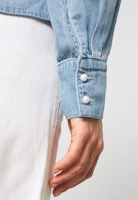 Vero Moda - VMDIANA - Chemisier - light blue denim - 5
