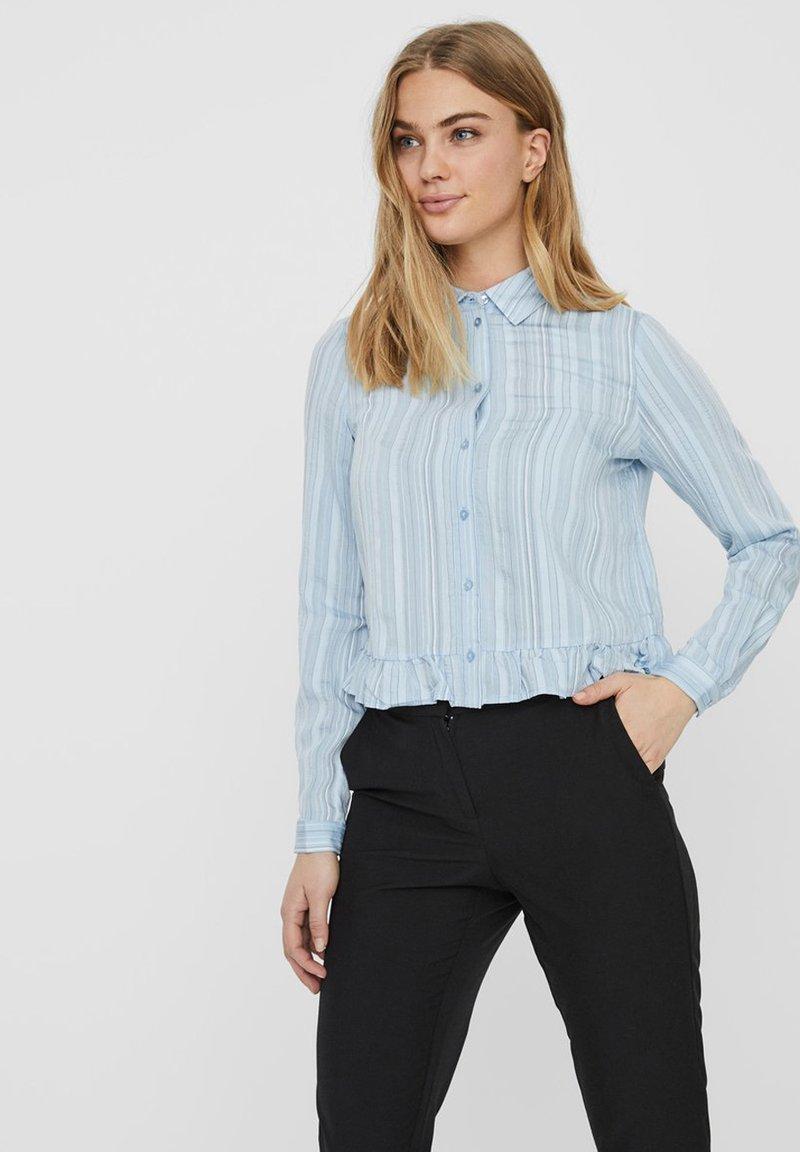 Vero Moda - HEMD GESTREIFTES - Overhemdblouse - ashley blue