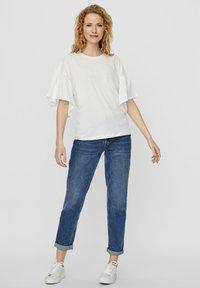 Vero Moda - T-shirt con stampa - snow white - 1