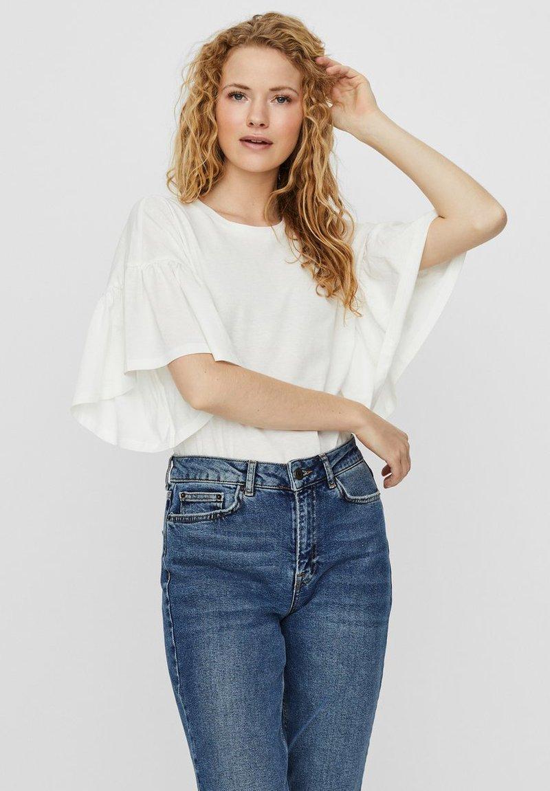 Vero Moda - T-shirt con stampa - snow white