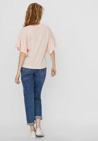Vero Moda - T-shirt con stampa - chintz rose - 2