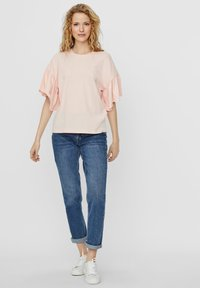 Vero Moda - T-shirt con stampa - chintz rose - 1