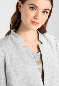 Vero Moda - VMJUNE LONG  - Krátký kabát - light grey melange - 4