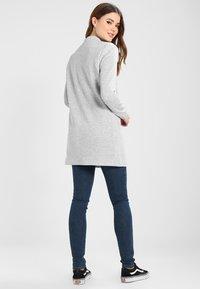 Vero Moda - VMJUNE LONG  - Krátký kabát - light grey melange - 2